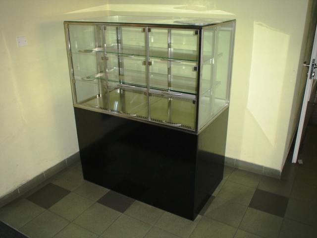 Chladící prosklená vitrína KUBUS
